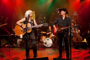 Emmylou-Harris-Rodney-Crowell-on-Austin-City-Limits-600x399